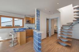 Лестница наверх. Испания, Пуэрто Банус : Роскошный пентхаус на первой линии с панорамным видом на море в Марбелья, 1 спальня, ванная комната, 2 этажа, красиво, удобно,романтично!