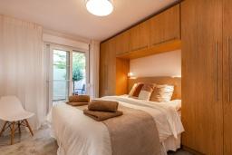 Спальня. Испания, Пуэрто Банус : Четырехкомнатная квартира дуплекс с видом на море и тропический сад, 7 спальных мест, круглосуточная охрана,о вкусом оформленные и хорошо оборудованные апартаменты