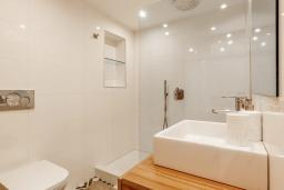 Ванная комната. Испания, Пуэрто Банус : Четырехкомнатная квартира дуплекс с видом на море и тропический сад, 7 спальных мест, круглосуточная охрана,о вкусом оформленные и хорошо оборудованные апартаменты