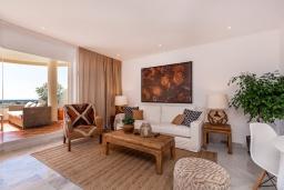 Гостиная / Столовая. Испания, Пуэрто Банус : Четырехкомнатная квартира дуплекс с видом на море и тропический сад, 7 спальных мест, круглосуточная охрана,о вкусом оформленные и хорошо оборудованные апартаменты