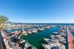Вид на море. Испания, Пуэрто Банус : Роскошный пентхаус в известной гавани Пуэрто Банус, с идеальной пристанью для яхт и панорамным видом на море. Дизайнерские магазины, яхты, пляжи, пабы и рестораны на пристани расположены прямо у вашего порога.