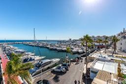 Вид. Испания, Пуэрто Банус : Роскошный пентхаус в известной гавани Пуэрто Банус, с идеальной пристанью для яхт и панорамным видом на море. Дизайнерские магазины, яхты, пляжи, пабы и рестораны на пристани расположены прямо у вашего порога.