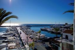 Вид. Испания, Пуэрто Банус : Современный пентхаус на первой линии, с шикарным видом на море и пристань для яхт,2 спальни, 2 ванные комнаты, 4 спальных места