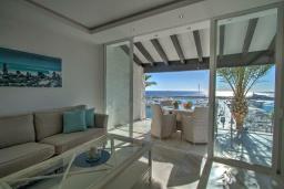 Гостиная / Столовая. Испания, Пуэрто Банус : Современный пентхаус на первой линии, с шикарным видом на море и пристань для яхт,2 спальни, 2 ванные комнаты, 4 спальных места