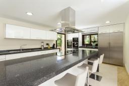 Кухня. Испания, Пуэрто Банус : Престижная вилла площадью в 450 м2, вместимостью до 10 гостей, 5 спален, 4 ванные комнаты, частный бассейн, гараж на 4 машины