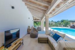 Терраса. Испания, Кала-Махор : Роскошное шале с частным бассейном и террасой недалеко от Пальмы