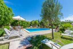 Вид на виллу/дом снаружи. Испания, Кан-Пикафорт : Просторная вилла с бассейном и садом в Кан Пикафорт