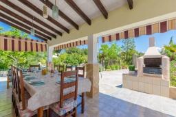 Терраса. Испания, Кан-Пикафорт : Просторная вилла с бассейном и садом в Кан Пикафорт
