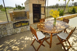 Развлечения и отдых на вилле. Испания, Кан-Пикафорт : Тихая и ухоженная вилла с садом и бассейном в городе Льорет де Висталегре