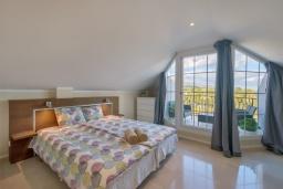 Спальня 2. Испания, Пуэрто Банус : Роскошный пентхаус с 4 спальнями и великолепным видом на море, горы и город, расположен в нескольких минутах ходьбы от пляжа, Пуэрто Банус и всех удобств.