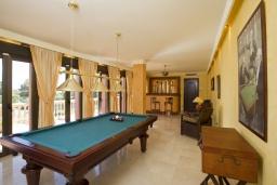 Развлечения и отдых на вилле. Испания, Марбелья : Аренда роскошной виллы размещенной в долине гольфа, 9 спален, 7 ванных комнат, гостиная с камином - это залог удачного шикарного отпуска