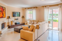 Гостиная / Столовая. Испания, Марбелья : Милый таунхаус в хорошем тихом районе,4 спальни, 2,5 ванные комнаты, общий бассейн, собственная парковка