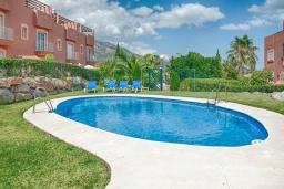 Бассейн. Испания, Марбелья : Милый таунхаус в хорошем тихом районе,4 спальни, 2,5 ванные комнаты, общий бассейн, собственная парковка