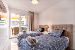 Спальня 3. Испания, Марбелья : Современные и светлые апартаменты с потрясающей террасой с видом на море.