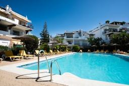 Бассейн. Испания, Марбелья : 3-комнатная квартира в 100 метрах от пляжа находится в охраняемом закрытом сообществе