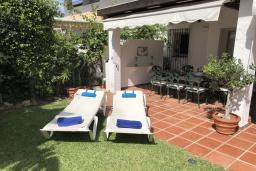 Терраса. Испания, Марбелья : 3-комнатная квартира в 100 метрах от пляжа находится в охраняемом закрытом сообществе