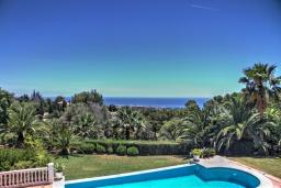 Вид на море. Испания, Марбелья : Роскошная семейная вилла с видом на море с 4 спальнями и 4 ваннами в престижном жилом районе Марбельи