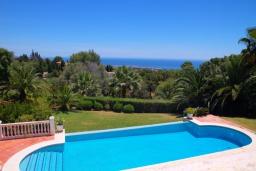 Бассейн. Испания, Марбелья : Роскошная семейная вилла с видом на море с 4 спальнями и 4 ваннами в престижном жилом районе Марбельи