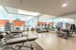 Развлечения и отдых на вилле. Испания, Сотогранде : Роскошные, просторные апартаменты для отдыха с 2 спальнями и 2,5 ваннами, в 2 минутах ходьбы от пляжа,бассейн с подогревом, вид на пристань