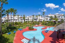 Территория. Испания, Пуэрто Банус : Фантастические апартаменты расположены в городе Марбелья, в близи с пляжем.К услугам гостей открытый бассейн, фитнес-центр, сад и бесплатный Wi-Fi.