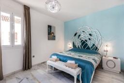 Спальня 2. Испания, Пуэрто Банус : Прекрасная квартира на второй линии в Пуэрто Банус, 2 спальни, 2 ванные комнаты,полностью оборудованной кухней и фантастическим видом на пристань для яхт и море с собственной террасы.