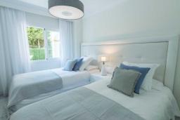 Спальня 2. Испания, Новая Андалусия : Просторные апартаменты расположены в городе Марбелья. Светлые, уютные комнаты находятся на первом этаже.