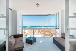 Терраса. Испания, Пуэрто Банус : Роскошная 2-спальная квартира в аренду в Пуэрто Банус с видом на море и пристань для яхт, все удобства в квартире для хорошего отдыха