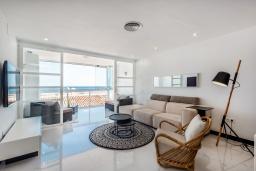 Гостиная / Столовая. Испания, Пуэрто Банус : Роскошная 2-спальная квартира в аренду в Пуэрто Банус с видом на море и пристань для яхт, все удобства в квартире для хорошего отдыха