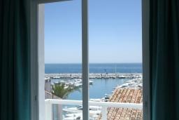 Вид. Испания, Пуэрто Банус : Роскошная 2-спальная квартира в аренду в Пуэрто Банус с видом на море и пристань для яхт, все удобства в квартире для хорошего отдыха