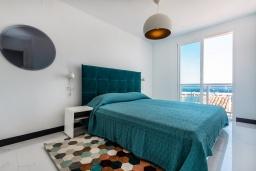 Спальня. Испания, Пуэрто Банус : Роскошная 2-спальная квартира в аренду в Пуэрто Банус с видом на море и пристань для яхт, все удобства в квартире для хорошего отдыха
