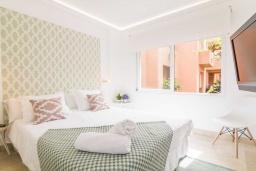Спальня 3. Испания, Марбелья : Изысканые апартаменты в тропическом стиле с 4 спальнями. В комплексе: тренажерный зал, сауна, игровая комната для детей и бассейн.