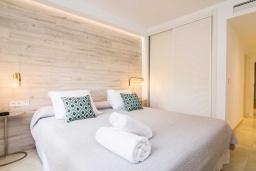 Спальня 2. Испания, Марбелья : Изысканые апартаменты в тропическом стиле с 4 спальнями. В комплексе: тренажерный зал, сауна, игровая комната для детей и бассейн.