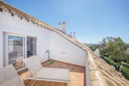 Терраса. Испания, Пуэрто Банус : Отличный дуплекс в 1 км от пляжа и Пуэрто Банус с бассейном и 4 террасами, 2 спальни, 2 ванные комнаты,