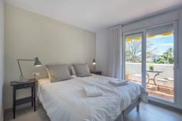 Спальня. Испания, Пуэрто Банус : Отличный дуплекс в 1 км от пляжа и Пуэрто Банус с бассейном и 4 террасами, 2 спальни, 2 ванные комнаты,