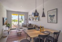 Обеденная зона. Испания, Пуэрто Банус : Отличный дуплекс в 1 км от пляжа и Пуэрто Банус с бассейном и 4 террасами, 2 спальни, 2 ванные комнаты,