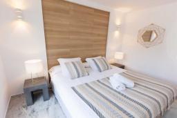 Спальня 2. Испания, Новая Андалусия : Очаровательные апартаменты расположены в Новой Андалусии. Комнаты выполнены в неповторимом современном средиземноморском стиле.