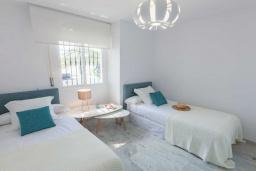 Спальня 3. Испания, Новая Андалусия : Очаровательные апартаменты расположены в Новой Андалусии. Комнаты выполнены в неповторимом современном средиземноморском стиле.