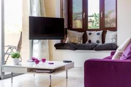 Гостиная / Столовая. Испания, Марбелья : Просторный 4-спальный, роскошный таунхаус в аренду в небольшом тихом охраняемом поселке с потрясающим панорамным видом на горы и море в Михасе