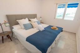 Спальня 2. Испания, Пуэрто Банус : Замечательные апартаменты расположены прямо у пляжа. Располагают 3 спальнями и 2 ванными комнатами с биде и ванной.
