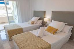 Спальня 3. Испания, Пуэрто Банус : Замечательные апартаменты расположены прямо у пляжа. Располагают 3 спальнями и 2 ванными комнатами с биде и ванной.