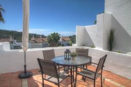 Терраса. Испания, Марбелья : Красивый, большой и роскошный таунхаус с 3 спальнями с видом на поле для гольфа
