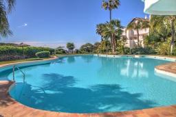 Бассейн. Испания, Марбелья : Красивый, большой и роскошный таунхаус с 3 спальнями с видом на поле для гольфа