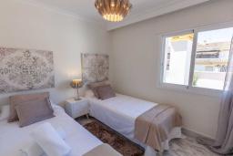 Спальня 2. Испания, Новая Андалусия : Очаровательные апартаменты располагают 3 спальнями с гигантской солнечной террасой. Находятся в нескольких минутах ходьбы от Пуэрто Банус и пляжа.