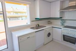 Кухня. Испания, Новая Андалусия : Очаровательные апартаменты располагают 3 спальнями с гигантской солнечной террасой. Находятся в нескольких минутах ходьбы от Пуэрто Банус и пляжа.
