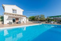 Вид на виллу/дом снаружи. Испания, Кан-Пикафорт : Красивая вилла с собственным бассейном недалеко от города Синеу и пляжа Кан-Пикафорт