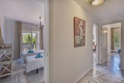 Коридор. Испания, Марбелья : Апартаменты с собственной террасой и садом,3 спальни, 2 ванные комнаты, частная терраса