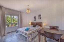 Спальня. Испания, Марбелья : Апартаменты с собственной террасой и садом,3 спальни, 2 ванные комнаты, частная терраса