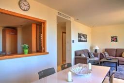 Обеденная зона. Испания, Марбелья : Просторный роскошный таунхаус с 5 спальнями в небольшом тихом закрытом поселке с потрясающим панорамным видом на горы и море
