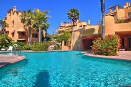 Бассейн. Испания, Марбелья : Просторный роскошный таунхаус с 5 спальнями в небольшом тихом закрытом поселке с потрясающим панорамным видом на горы и море