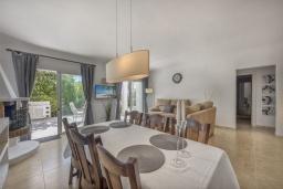 Обеденная зона. Испания, Марбелья : Просторные апартаменты с 3 спальнями для отдыха семьей или с друзьями